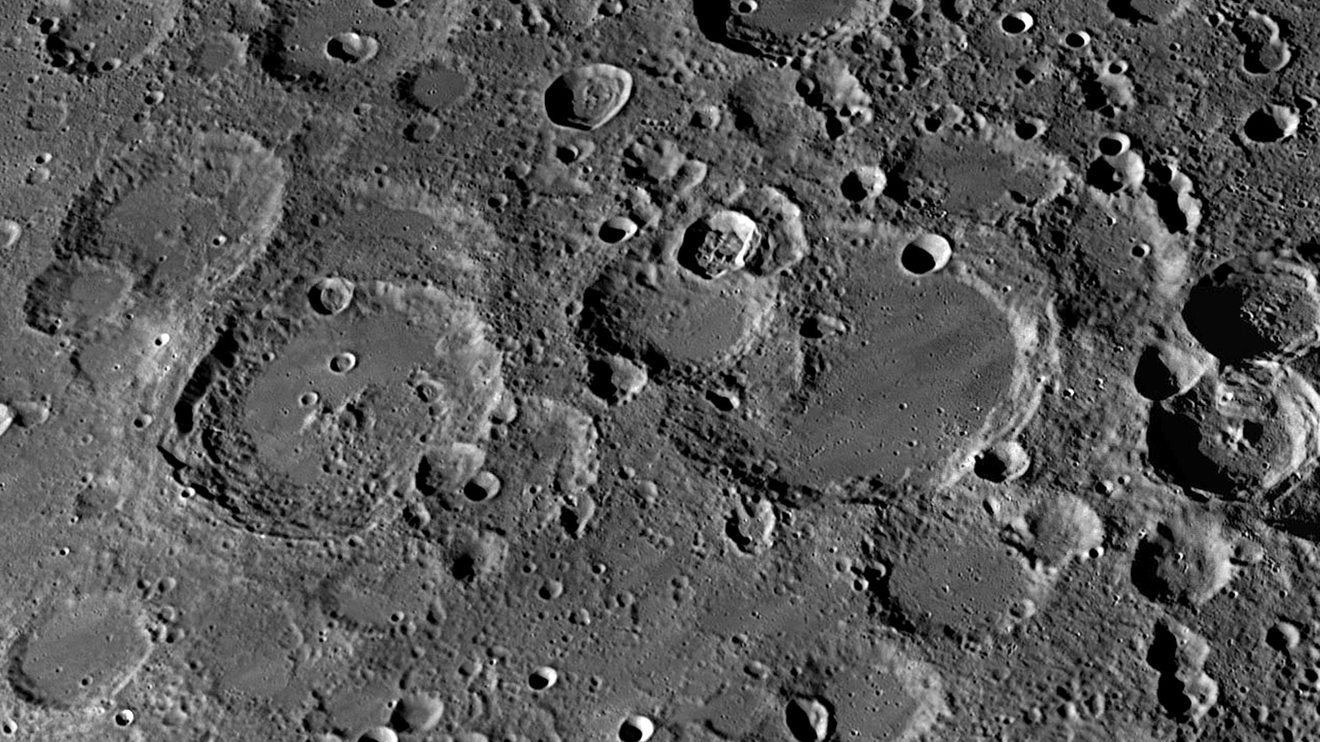 Craters Mauroly...